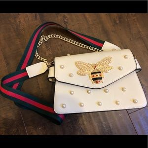 Handbags - Bee Crossbody Bag